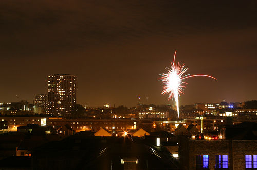 London Fireworks 2008 by Flickr user IanL